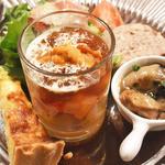 プチレストラン 雅司亭 - 料理写真:新玉ねぎとベーコンのキッシュ 海の幸と自家製ピクルスのゼリー寄せ 広島牡蠣のオイル焼き 猪とフォアグラのテリーヌ イタリア産パルマハムのサラダ