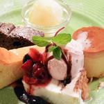 プチレストラン 雅司亭 - カスタードプリン 瀬戸田のレモン、因島の八朔のジェラート フランスのカラクというチョコレートを使ったガトーショコラ チーズケーキ 桜の塩漬けのアイスとヨーグルトジェラートのミルフィーユ仕立て