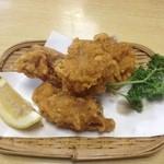 藤久 - 鳥唐揚げ 500円 1つ食べてしまった。