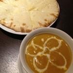 アジアン食堂 - えびカレー、チーズナン