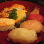 半平寿司 - ネタは新鮮!注文後に握ってくれます。
