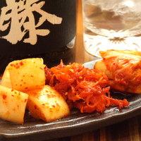 お好み焼 きじ - キムチ三種盛り