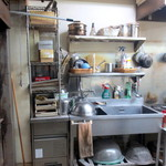 ムッシュ シゲ - 左にオーブン、目の前にテーブル。
