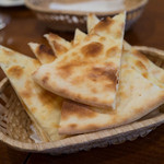トラットリア バロッコ - ピザ生地のパン