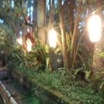 松風苑 - 門から店内へと続く通路
