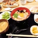 18195023 - 親子丼定食