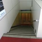 18195890 - この階段を下りていくと素敵な店が待っているのだ