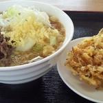うどんの駅 - 肉うどん450円&かきあげ100円(斜めから)