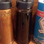 大鳳餃子 - 味噌だれとタレと塩。