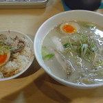 麺屋一代 秀 - 豚骨ラーメン(塩野菜)+チャータマ丼 650円+130円