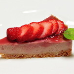 アロースウィーツ - 料理写真:豆腐の苺ババロア【450円】