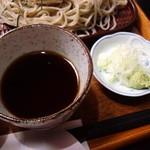 手打そば常陸屋 - そば汁・薬味(2013.3月)