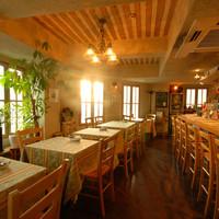 ラ・ダム・ヒロ - 暖かみのある店内で美味しいイタリアンをお楽しみください。