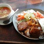 多目的カフェ&バー 花唐草  - 料理写真:大人気「ロコモコ丼(スープ付き)」900円