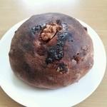 18209385 - 黒糖くるみパン