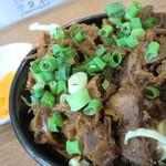 18209672 - セットのピリ辛ほぐし肉ミ二丼(ゆだなあ勝手に命名)と漬物