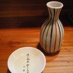 砂丘屋 - お店のシンボル、日置桜純米。