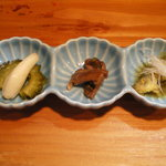 砂丘屋 - ゴーヤとエシャのピクルス。鰻肝の山椒煮。豆アジのカレー南蛮漬。