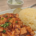 唐庄酒家  - 卵のみのシンプルな炒飯とチョイ辛の麻婆豆腐の組み合わせ。