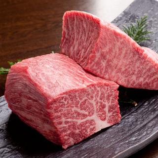 落ち着いた雰囲気の店内で上質なお肉の味わいをお楽しみ下さい