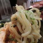ラーメン番長銀次郎 - 2013.04 限定メニュー『潮まぜそば』の麺リフト(いつまでたっても麺リフトは苦手だ(>_<))