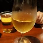 18215530 - 白ワイン。ハウスワインですね。