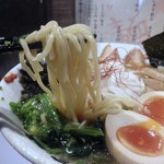 しょうじ - 麺は中太で、ほぼストレート