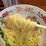 18225311 - ココいち 釜玉ラーメンの麺アップ