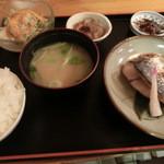 蒸し料理酒場 湯気ちょこっと - 鰆の幽庵焼き定食は¥780である。