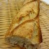 デューカディカマストラ - 料理写真:2013年4月 バッゲト ハーフだと150円