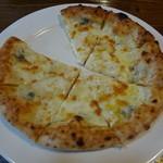 18228156 - クワットロ・フォルマッジ(4種チーズ)