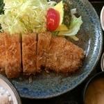 とんかつ 美味小家 - ロースカツ定食(890円)