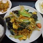 三国軒 - 玉子ときくらげ炒め定食:680円
