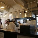ラーメン専門店 徳川町 如水 - 店員さんはみなさん元気で、活気があるラーメン店です。