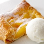 黒木屋 宮崎清武加納 - 焼きたて熱々りんごパイとバニラアイスを一緒に。