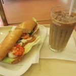 ドトールコーヒーショップ - ミラノサンド エビ・ツナトマトと半熟タマゴ、アイスカフェラテ