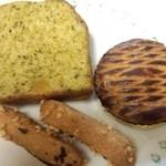 18234589 - 緑茶と栗のケーキ、バトンマレショ、パレット