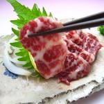 黒木屋 宮崎清武加納 - 馬刺し赤身はとても柔らかく上品な味です。