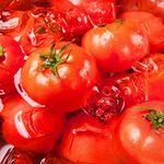 黒木屋 宮崎清武加納 - キンキンに冷えたトマトを岩塩でどうぞ。