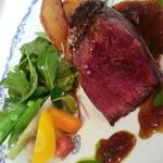 18234980 -                        牛フィレ肉のポワレ 赤ワインソース