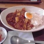 カフェ モナミ - チキントマトカレー※一口食べちゃいました!