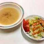 ハイウェイドライブイン - ニューヨークステーキのスープとサラダ