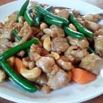 大連飯店 - 鶏肉とカシューナッツ炒め 950円