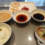 ちゃやまち - タレはゴマダレ、おろしと柚子胡椒を用意したポン酢、ワサビを用意した生醤油。生醤油が一番好みでした。