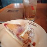 Irupojitano - ジンジャーエールとケーキのセット