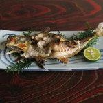 大漁園 - 料理写真:身が弾けてめくれ上がっているのが分かりますか?これが活きた魚を調理した見分け方。魚を締めて串に刺せば当然魚は死にますが、筋肉はまだ生てます、だから焼いている間に身が収縮しめくれ上がるんです。味は超一級