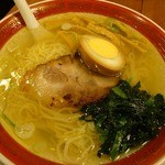 18240634 - 2013年2月拉麺塩です。600円也。泥酔おやじの胃腸に優しい味や