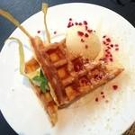 チッチン カフェ&ダイニング - ワッフルとさつま芋 バニラジェラート添え 700円