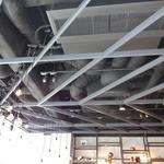 チッチン カフェ&ダイニング - ZIKZINの意味がある天井