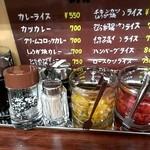 馬場南海 - カウンター上の調味料の数々、色々ありますね♪